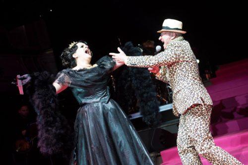Die Bilder zum Ball. Miss Desmond und Louie Austen singen im Stefaniensaal